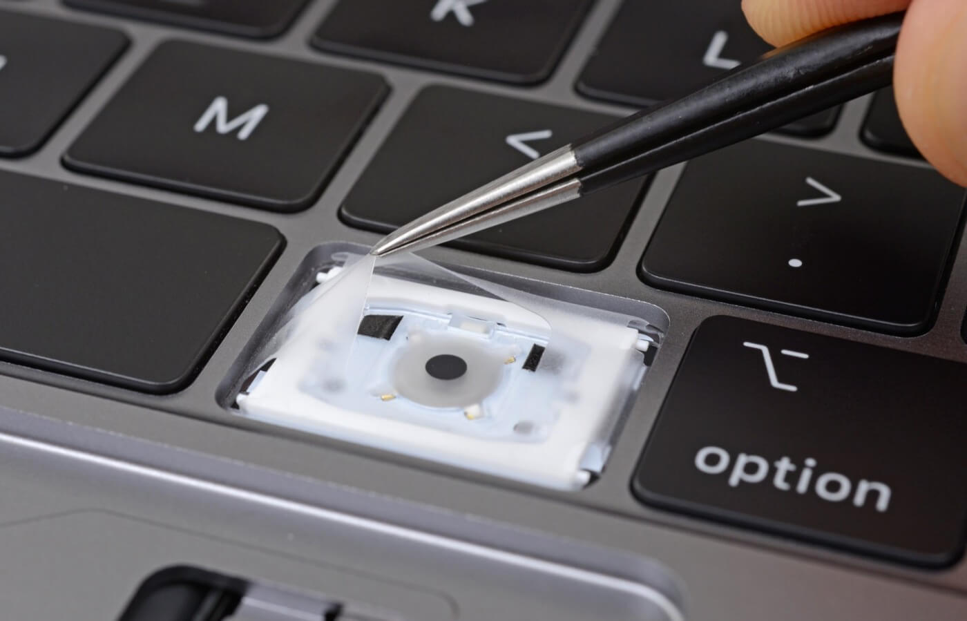 clean Macbook keyboard